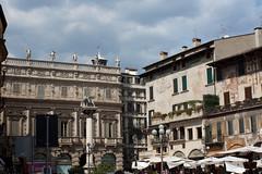 Piazza delle Erbe - Verona (Tom Peddle) Tags: italy verona piazza 2009 erbe delle