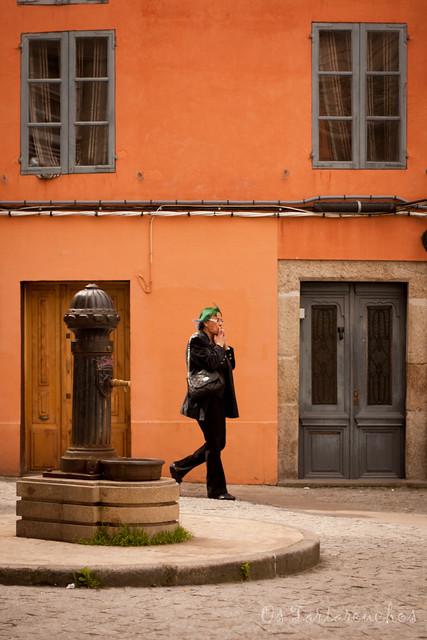 [6/99] green woman over  orange