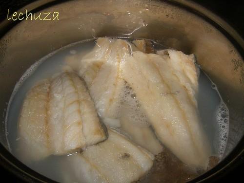Empanada piquillos-bacalao hervido