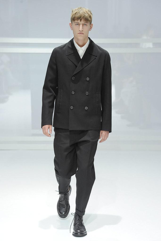 SS12 Paris Dior Homme009_Chris Beek(VOGUEcom)