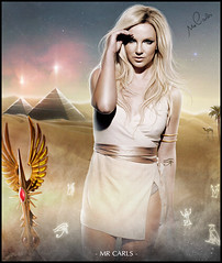 Pyramids - Britney Spears (Mr. Carls) Tags: light luz by dark for design flickr tour jean mr spears lol femme egypt carlos s gimme more h week pyramids symbols piramides fx effect britney fatale henrique egito 2012 carls simbolos 2011
