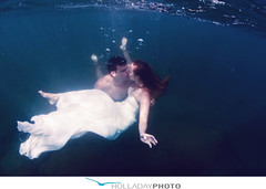 underwater-photography_091 (holladayphoto) Tags: trash dress engagementphotos weddingphotographer engagementphotography hawaiiwedding hawaiiengagement
