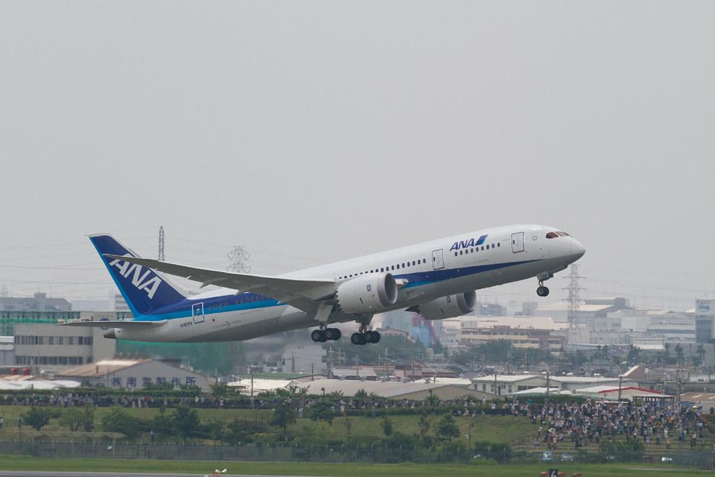 Boeing 787 test flight @RJOO and many spectators