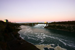 Niagara at it's best! (Oscar von Bonsdorff) Tags: longexposure pink sunset newyork ontario canon river dark studio niagarafalls evening waterfall colorful canadian waterfalls pro northamerica hotels bridalveilfalls photographing xsi americanfalls superwideangle 10mm niagarariver movingwater canonefs1022mmf3545usm horisont canon1022 smoothwater niagaraflle chutesniagara niagarafallen canonefs1022 canon1022usm 450d canonefs 1022usm  canonef1855 cascatedelniagara 10223545 cataratasdelnigara  horseshoefallsusa mygearandme oscarvonbonsdorff  10mmpicture