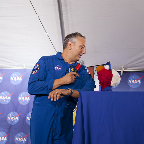 Elmo & Astronaut Mike Massimino