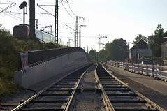 Auch auf Hhe der Sttzmauer ist seit unserem letzten Spaziergang im Bereich der Trasse nicht viel passiert (Frederik Buchleitner) Tags: baustelle bergamlaim haidhausen linie25 mvg munich mnchen neubaustrecke steinhausen strasenbahn streetcar tram trambahn