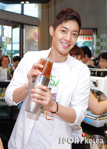 Kim Hyun Joong Becomes One-Day Barista for Hang Ten 'Save the Earth' Campaign [110627]