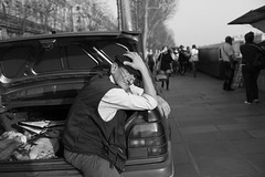 Bouquiniste parisien, Quai de la Mgisserie, Paris (Camille Wanty) Tags: street leica people blackandwhite bw man paris car seine 35mm book noiretblanc jennyfer voiture nb quay summicron trunk rue livre quai seller homme m9 bouquiniste parisien bret vendeur coffre typeiv camillewantyportfolio