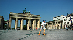 Skater am Brandenburger Tor Berlin Marathon