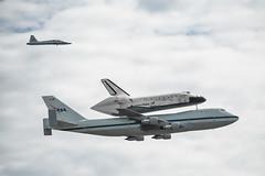 (Blacknell) Tags: washington nasa discovery spaceshuttle 747 flyby airforcememorial