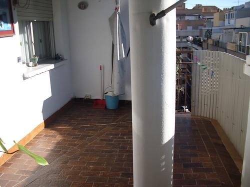 Atico en el centro de Benidorm con 2 dormitorios y unos 20 m2 de terraza.   Solicite información a su inmobiliaria en Benidorm  www.inmobiliariabenidorm.com