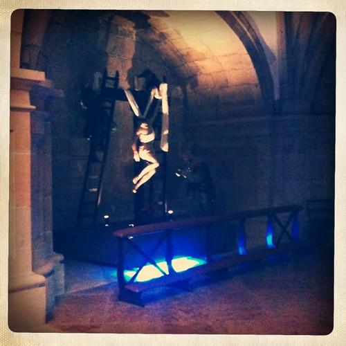 <span>bilbao</span>Ornamento religioso spagnolo o pubblicità virale dell'ultimo fast&furious? Elegante neon blu in chiesa.<br><br><p class='tag'>tag:<br/>luoghi | bilbao | cultura | </p>