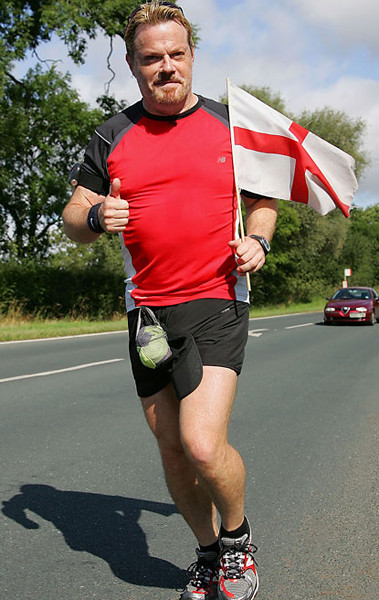 Eddie Izzard running for Sport Relief