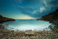The Cove (Benidorm, Spain) (Alex Stoen) Tags: longexposure travel sunset sea sky tourism clouds canon geotagged atardecer google spain flickr seascapes therock inviting tio mediterraneansea ximo benidorm smugmug facebook costablanca benidormisland largaexposicion fav10 alignments marmediterraneo fav25 500px 1dx leefilter creativecomposition isladebenidorm ef1635f28liiusm bigstopper alexstoen alexstoenphotography canoneos1dx calatiximo compositionexercises ejerciciosdecomposicion