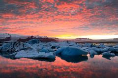 Fire & Ice (O l l i . B .) Tags: jkulsrln island iceland gl sonnenuntergang sunset sundowner dmmerung meer himmel wasser berg landschaft canon5dmkii ef1740mm ollib