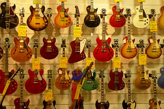 2016_Scott Kelby Photowalk, Sydney (Panasonic Lumix DMC LX7) (Cecilia Temperli) Tags: scottkelbyworldwideannualphotowalk scottkelbyphotowalksydney pittstreet australia nsw newsouthwales panasoniclumixdmclx7 scottkelbyannualphotowalk2016 guitars