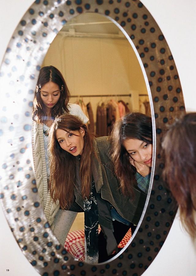 VOGUE 日本: Mirro Mirror