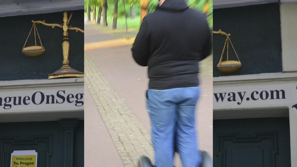 Prague Tour on Segway - 1mn Video - Nikon D7000 HD 1080p 24 fps