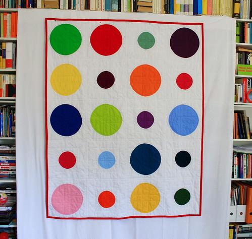 color dotty hanging by machen und tun