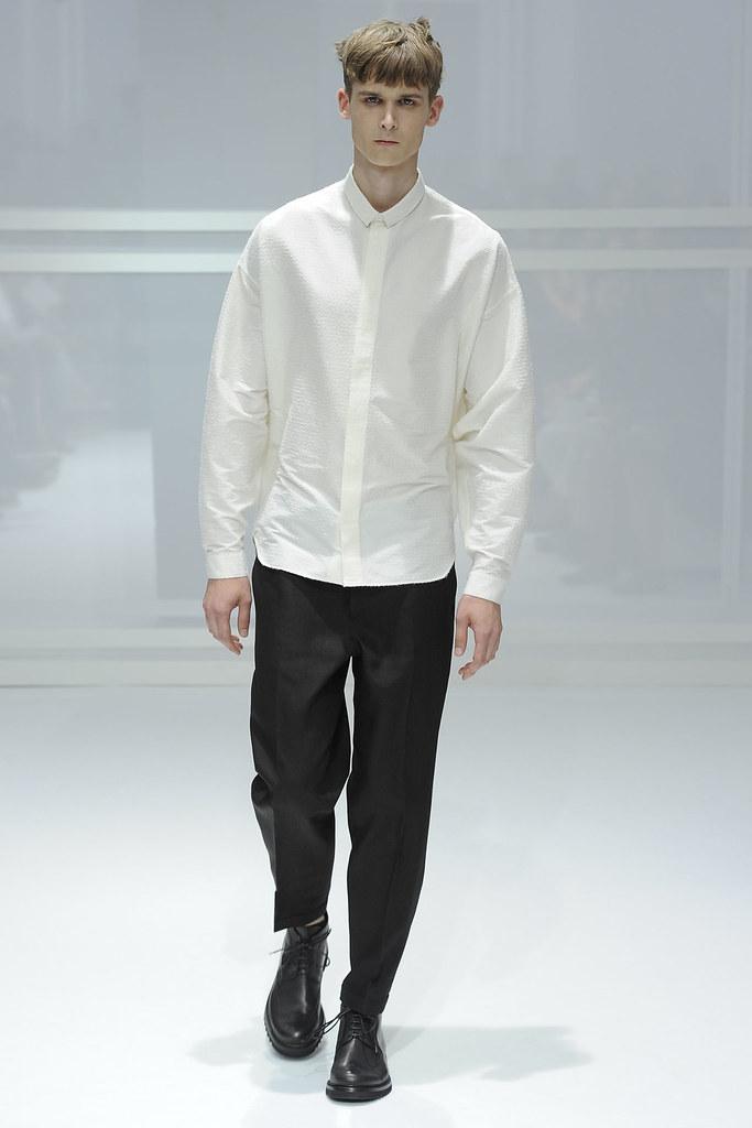SS12 Paris Dior Homme010_Lowell Tautchin(VOGUEcom)