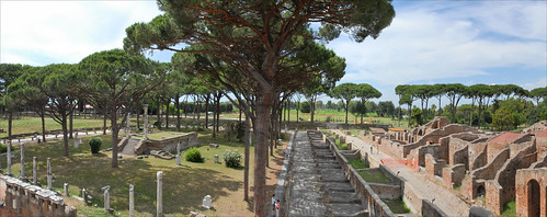 La place des corporations (Ostia Antica)