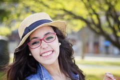 Maria (Tiene patitas) Tags: summer portrait woman girl smile hat mujer retrato young verano sonrisa sombrero strawhat joven adolescence adolescencia sombrerodepaja