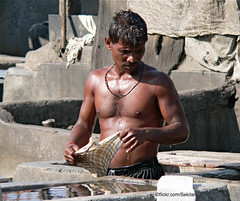 Dhobi Ghat, Mumbai India (Sekitar) Tags: city shirtless india man male work town laundry bombay maharashtra mumbai ghat dhobi sekitar