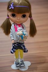 Happy birthday, Alice! (Bruna Lacrout ) Tags: pink yellow cores bigeyes carved doll alice lol blond bday blythe haha ww alpha bangs custom browneyes aniversrio no stad lils xadrez beijos lao cuthair 2anos rbl wiwi sardas rubyredshoes aroldo takaratomy liccabody ixtee winsomewillow sonya230 desculpeme ttyajeans aliceestficandovelha adoroelaparasempres2 elaestmeiocolorida noaminhaculpa elanogostaderestartok elagostadebeatles comoamedela queelacriana eslcrianasusamumasroupinhascomcoreslegais estfrio eraoqueeutinha