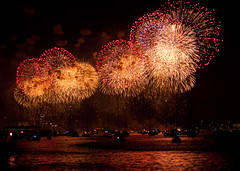 colors of the day (Siva_K) Tags: nyc newyorkcity river fireworks manhattan hudson july4th independenceday riversidepark pyrotechnics upperwest