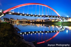 Double eyes (Rainbow Bridge) (joyoyo) Tags: bridge sunset river landscape rainbow twilight nikon taiwan tokina 124 pro taipei af   1224mm  f4 keelung dx atx   d90  t124 tokinaatx124afprodx1224mmf4  joyoyo tokinat124
