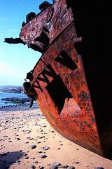(Ildebrando Aires) Tags: portugal olympus shipwreck stranded om2n vilanovademilfontes zuiko50mm14 canoscan8800f kodakektar100