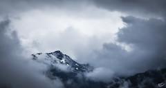 Wolkengipfel (art180) Tags: christianmichelbach alpen art180 berg gipfel himmel landschaft oberstkogel tirol sterreich tyrol peak frame rahmen wolken cloud blue blau grau grey dster gloomy yabbadabbadoo