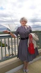 Caught Unawares By The Self-Timer (Laurette Victoria) Tags: calatrava milwaukeeartmuseum milwaukee wisconsin woman dress shirtwaist laurette purse heels kerchief