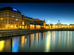 Blue hour in the port of helsinki (Marcus Klepper - Berliner1017) Tags: auto blue sea green water night port canon suomi finland gold lights helsinki colorful meer wasser europa europe heaven finnland cathedral harbour dom north norden skandinavien sightseeing himmel baltic basin hour 7d marketplace helsingfors hafen laterne ostsee spiegelung centrum dri farbig hdr bunt kauppahalli hdri verkaufen lichter reise satama eastsea tuomiokirkko kauppatori markthalle mirroring markethall blauestunde helsingin taivas becken sininenhetki photomatix peilikuva anlegestelle hafenbecken strasen tonemapping peilaus