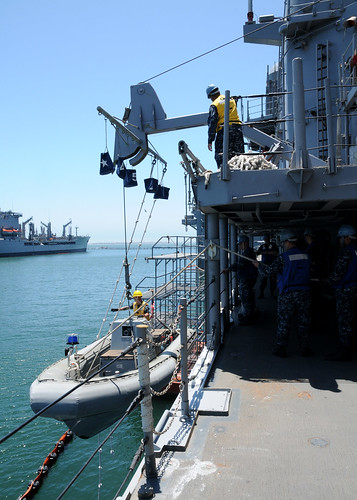 San Diego - USS Antietam (CG-54) and USS Wayne E. Meyer (DDG 108) hosted a Deck Systems Mini-camp for surface ship Sailors, training organizations, and shore maintenance activities.