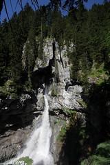 Pochtenfall ( Wasserfall - Waterfall ) des Gamchibach ( Bergbach - Bach - Creek ) unterhalb der Griesalp im Kiental Berner Oberland im Kanton Bern in der Schweiz (chrchr_75) Tags: mountains alps nature landscape schweiz switzerland waterfall suisse wasserfall hiking swiss natur berge ralf bern slap juli alpen christoph svizzera landschaft cascade berne berner wander berna 1107 cascada wanderung wanderweg  hohtrli  waterval suissa  2011 vattenfall vodopd kanton chrigu wodospad wanderwege vandfald kantonbern brn chrchr hurni chrchr75 chriguhurni woche26 albumwasserflle juli2011 woche1126 chriguhurnibluemailch albumwasserfllewaterfallsderschweiz albumzzz201107juli hurni110703
