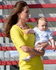 16. April 2014 (The Look of Kate Middleton) Tags: cambridge roy george airport tour kate oz sydney duke william royals princegeorge edt royalbaby katemiddleton royaltour duchessofcambridge