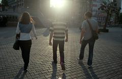 110604-0011 (Ponyatovsky) Tags: street friends light shadow people sun man girl square back glare