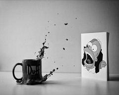 Homer & Splash (dongga BS) Tags: coffee drops kaffee homer splash simpson tropfen canoneos50d ef35mmf14lusm frozenmovment