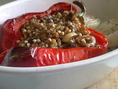 Vegan Stuffed Roasted Red Peppers (Lablascovegmenu) Tags: red food recipe vegan stuffed healthy rojo all dish comida cocina frugal foodporn vegetarian garlic peppers vegetarians recipes plato leek cheap pimiento paprika buckwheat capsicum vegans veganrecipes healthyfood menjar plat shiitake pebrot cuina vegetariana barat ajo veganfood vegetariano vegana porro receta recetas barato puerro vegetarianos pimientosrellenos veganos veganas vegetarianas recetasveganas comidavegana veganes comidasana pebrera recepta receptes econmica trigosarraceno econmica veg menjarveg receptesveganes menjars blatsarrac sib