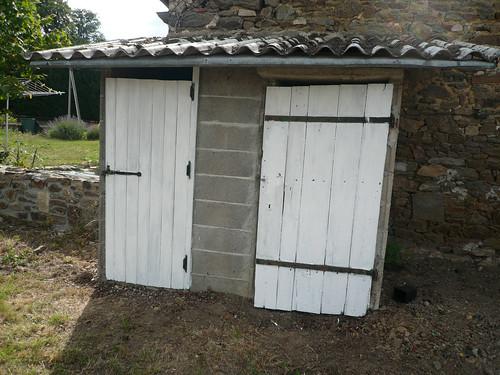 garden sheds - doors undercoated