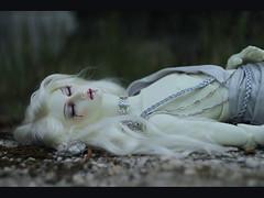 Death of Sidhe_05 (Ekaterina_Dreamer) Tags: blue red white flower green nature bernard stone silver death drops blood craft pale diamond sa quartz tunic sidhe dollshe