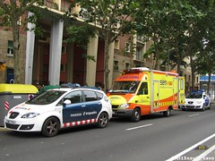 Mossos, SEM & GUB (Xavier_15) Tags: barcelona espaa de la spain cops force seat bcn police ambulance medical altea sem urbana service catalunya emergency ems xl department policia catalan guardia dept cme officers generalitat sprinter ambulancia 088 autonomous mossos patrulla esquadra d desquadra mossos desquadra pgme