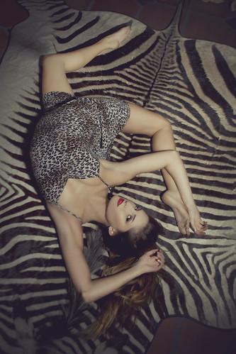 フリー写真素材, 人物, 女性, 寝転ぶ, ドレス, アメリカ人,