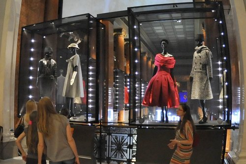 Dior.Exhibit.09