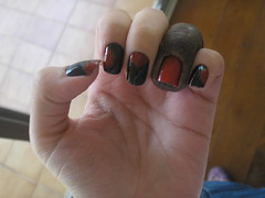 Black (Colorama) + Carmim (Andarella) (Daniela nailwear) Tags: black preto vermelho foofighters ff nailart fail esmaltes colorama carmim andarella mofeita
