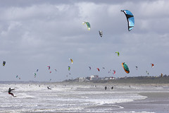 Kitesurf (Philippe POUVREAU) Tags: beach vent wind loire kitesurf plage 2014 estuaire loireatlantique saintbrévin beacheslandscapes kitesurfeur paysderetz stbrévinlocéan
