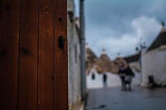 _GIA9958 (gianluca_98) Tags: 35mm pentax porta pioggia trulli legno alberobello k7 bagnato goccie 35mmpentax pentaxk7