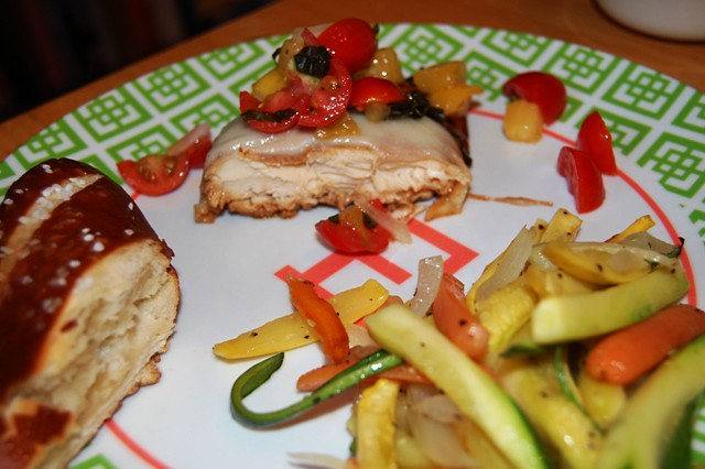 grilledchickenw/tomatosalad