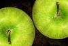 Apples : | Explored | : (HeNd Almarzoki) Tags: canon photography eos pommes apples jeddah tamron mele ksa maçãs manzanas 蘋果 تصوير التصوير 18200mm تفاح äpfel السعودية جدة hend яблоки μήλα canoneos500d هند tamronaf18200mm सेब المرزوقي 1000d almarzoki